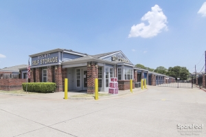 Image of Security Self Storage - Forest & LBJ Facility on 9555 Forest Lane  in Dallas, TX - View 2