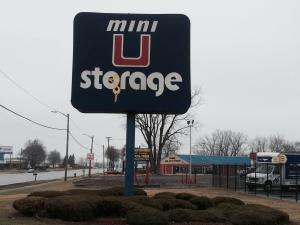 Cheap Storage Units At Mini U Storage Groesbeck Ii In
