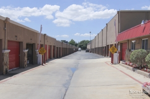 Image of American U Stor Facility on 4413 Ne Loop 820  in Richland Hills, TX - View 4