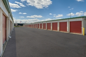 Image of StorageMart - Douglas Ave, just east of 100th St Facility on 9821 Douglas Avenue  in Urbandale, IA - View 3