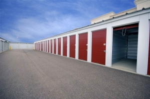 Image of StorageMart - Merle Hay Rd Facility on 5267 Merle Hay Rd  in Johnston, IA - View 2