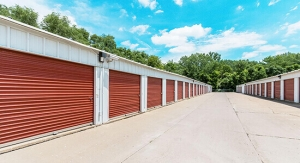 Image of StorageMart - SE Hamblen Rd & SE Oldham Pkwy Facility on 465 Southeast Oldham Parkway  in Lee's Summit, MO - View 4
