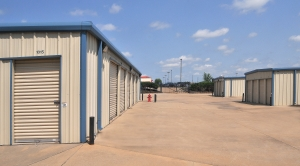 Image of StorageMart - E 25th St & Hub Dr Facility on 2500 South Hub Drive  in Independence, MO - View 2
