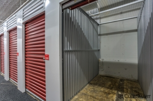 Image of CubeSmart Self Storage - Chicago - 407 East 25th Street Facility on 407 East 25th Street  in Chicago, IL - View 4