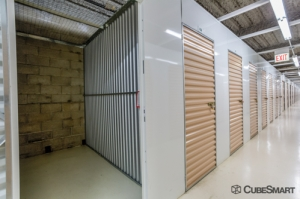 Image of CubeSmart Self Storage - Chicago - 3402 N Kedzie Ave Facility on 3402 N Kedzie Ave  in Chicago, IL - View 3