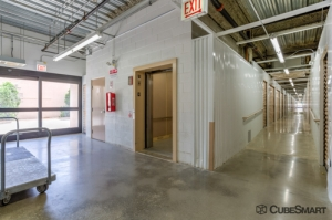 Image of CubeSmart Self Storage - Chicago - 3402 N Kedzie Ave Facility on 3402 N Kedzie Ave  in Chicago, IL - View 4