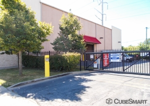 Image of CubeSmart Self Storage - Chicago - 8312 S South Chicago Ave Facility on 8312 S South Chicago Ave  in Chicago, IL - View 4