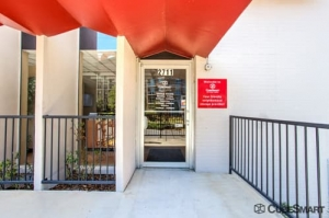 Image of CubeSmart Self Storage - Dallas - 2711 Cedar Springs Road Facility on 2711 Cedar Springs Road  in Dallas, TX - View 2