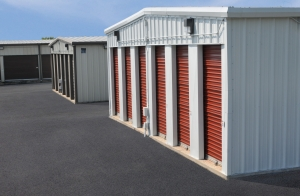 Image of StorageMart - Hwy 40 & Kendall Drive Facility on 16855 E Us Highway 40  in Independence, MO - View 4