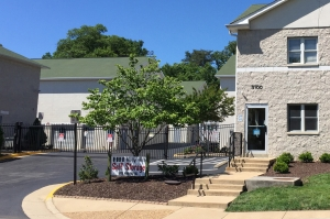 Image of Holly Hill Self Storage Facility on 3100 Holly Hill Rd  in Alexandria, VA - View 4