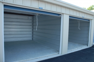 Sentinel Self Storage - Holly Oak Ln - Photo 4