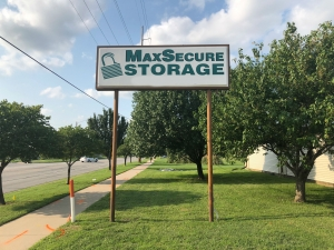 MaxSecure Storage - 5152 S Hydraulic St - Photo 1