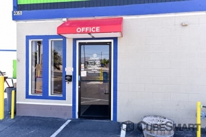 CubeSmart Self Storage - Las Vegas - 3360 N Las Vegas Blvd - Photo 3