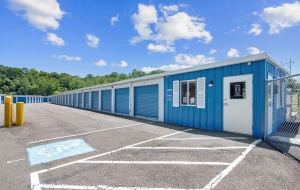 Image of Southington Super Storage Facility on 493 Old Turnpike Rd  in Plantsville, CT - View 3
