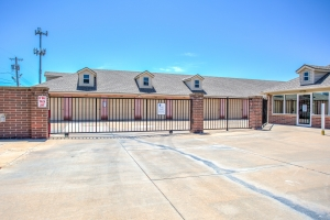Simply Self Storage - 2900 NW Grand Boulevard - Nichols Hills - Photo 5
