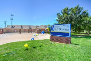 Simply Self Storage - 2900 NW Grand Boulevard - Nichols Hills - Photo 2