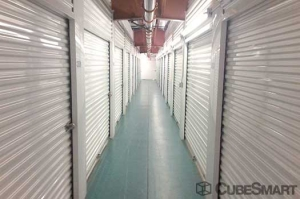 Image of Nj Self Storage Facility on 2425 Tonnelle Avenue  in North Bergen, NJ - View 4