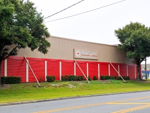 Image of StorQuest - Tampa/Manhattan Facility on 5002 South Manhattan Avenue  in Tampa, FL - View 3