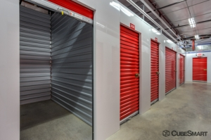 Image of CubeSmart Self Storage - Fort Worth - 2721 White Settlement Rd Facility on 2721 White Settlement Rd  in Fort Worth, TX - View 3