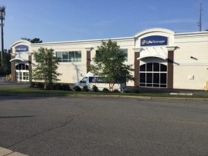 Image of Life Storage - Henrico Facility on 3501 Cox Road  in Henrico, VA - View 4