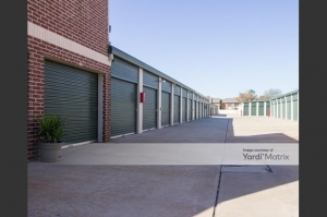 Image of Fry Road Self Storage Facility on 926 South Fry Road  in Katy, TX - View 4