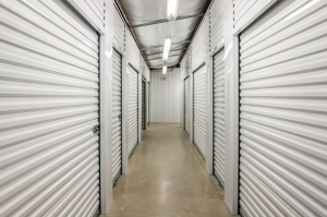 Lockaway Storage - Woodlake