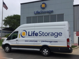 Image of Life Storage - Libertyville Facility on 700 East Park Avenue  in Libertyville, IL - View 3