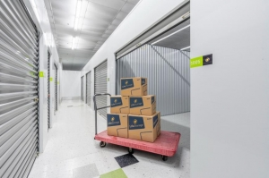 Image of Life Storage - Elgin Facility on 450 Airport Road  in Elgin, IL - View 2