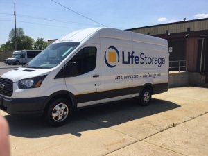 Image of Life Storage - Milwaukee - North Green Bay Avenue Facility on 4565 North Green Bay Avenue  in Milwaukee, WI - View 2