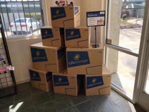 Image of Life Storage - Sacramento - El Camino Avenue Facility on 1300 El Camino Avenue  in Sacramento, CA - View 2