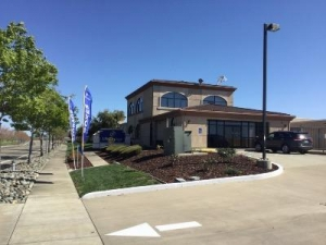 Life Storage - Sacramento - Bayou Way