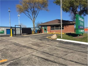 Extra Space Storage - Mundelein - S Lake St