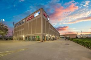 Image of Advantage Storage - Weslayan Facility on 4250 Southwest Freeway  in Houston, TX - View 3