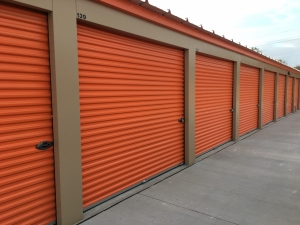 Image of DiY Storage Facility on 22101 West Maple Road  in Omaha, NE - View 3