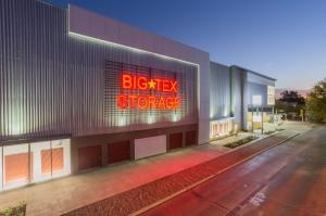cheap storage units at big tex storage montrose in 77098