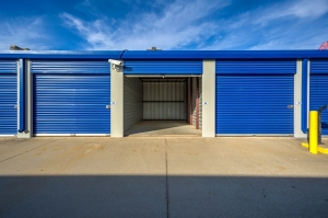 Simply Self Storage - 3015 N Service Road - Moore - Photo 3