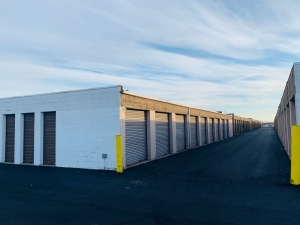 Image of Rite Storage 24-Hour Storage Facility on 2501 East Oakton Street  in Arlington Heights, IL - View 2