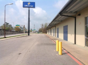 Image of Life Storage - Beaumont - North 7th Street Facility on 1501 North 7th Street  in Beaumont, TX - View 4