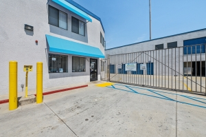 Image of Huntington Park Self Storage Facility on 5961 Santa Fe Avenue  in Huntington Park, CA - View 2
