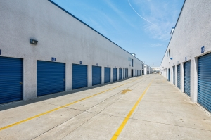 Image of Huntington Park Self Storage Facility on 5961 Santa Fe Avenue  in Huntington Park, CA - View 4