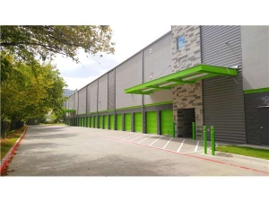 Extra Space Storage - Dallas - 5353 Maple Ave - Photo 2