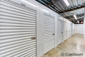 Image of CubeSmart Self Storage - Oakland Park Facility on 5061 Northeast 13th Avenue  in Oakland Park, FL - View 3