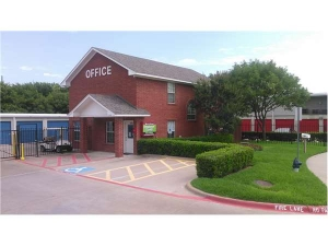 Extra Space Storage - Dallas - Forest Central Drive