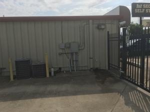 Clarksville Lock Storage South - Photo 8
