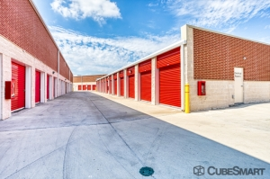 Image of CubeSmart Self Storage - Garland - 1010 Hebron Dr Facility on 1010 Hebron Dr  in Garland, TX - View 4