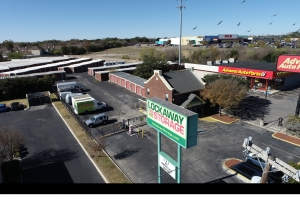 Image of Lockaway Storage - Babcock Facility at 5842 Babcock Rd  San Antonio, TX