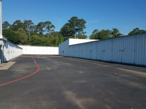 Image of Sawdust Road Self Storage Facility on 1626 Sawdust Road  in The Woodlands, TX - View 3