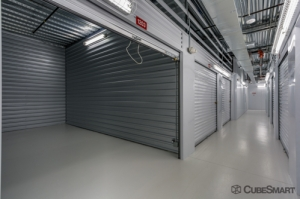 Image of CubeSmart Self Storage - Houston - 1202 Shepherd Dr Facility on 1202 Shepherd Dr  in Houston, TX - View 3