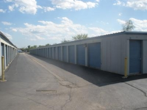 Image of Secure Storage Facility on 350 Lakehurst Road  in Waukegan, IL - View 2