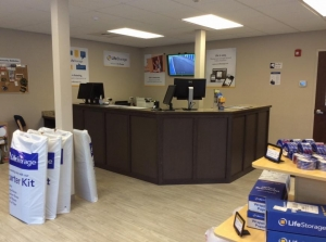 Image of Life Storage - Londonderry Facility on 6 Smith Lane  in Londonderry, NH - View 2